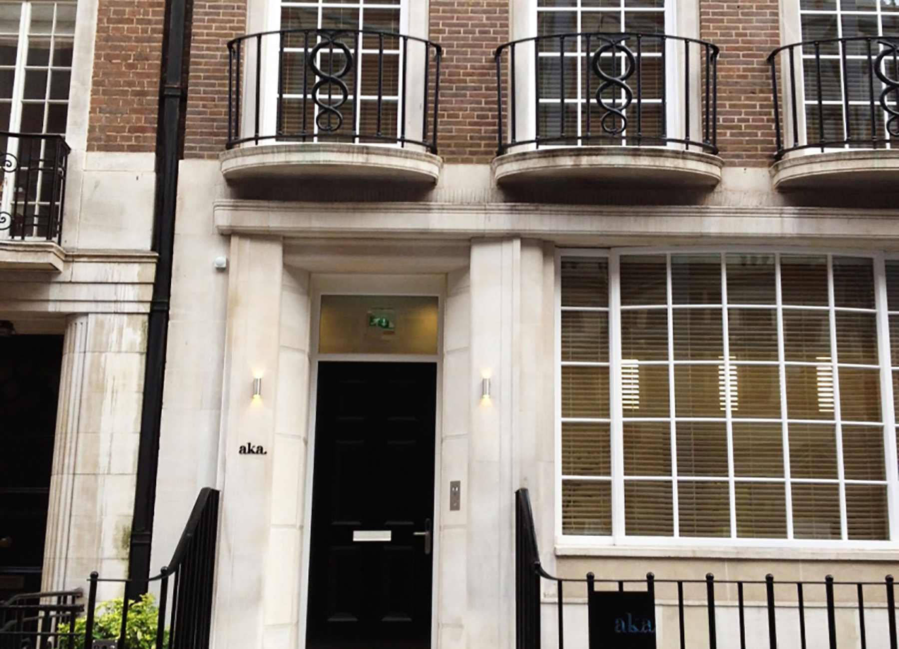 Entrance to Marylebone townhouse with brick and stone facade
